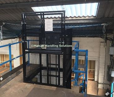 Handloaded mezzanine goods lift